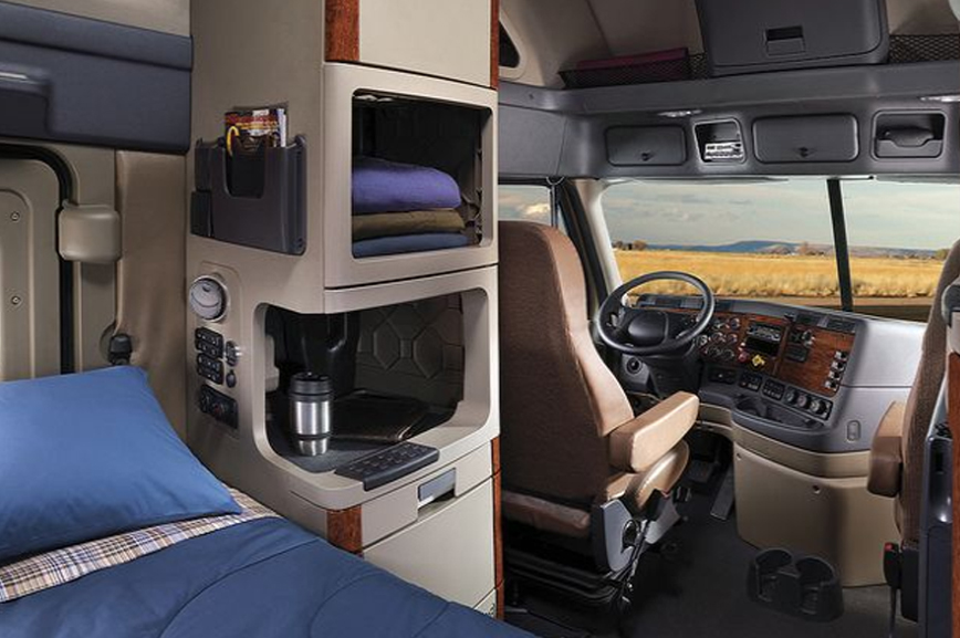 sleeper-area-of-truck